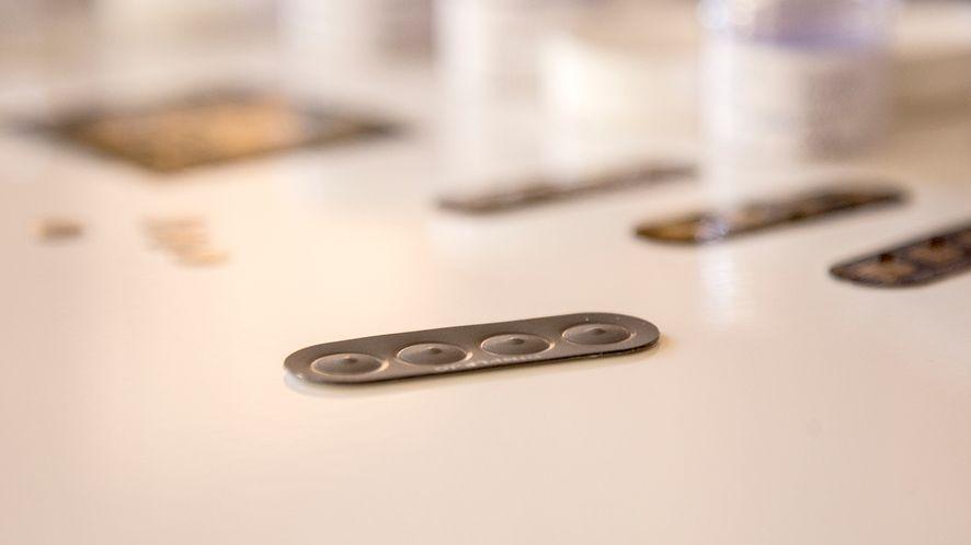 DIMPLE – naklejka NFC z przyciskami, których brakuje smartfonom
