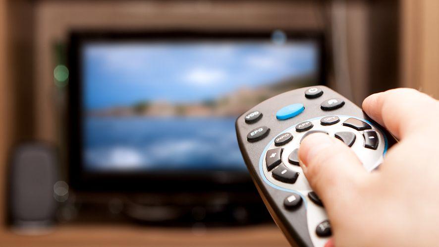 Telewizję coraz częściej oglądamy w Internecie, ale nadal lubimy tradycyjne rozwiązania
