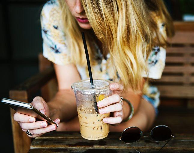 Ciągłe sprawdzanie mediów społecznościowych stało się codziennością dla wielu osób, fot. Pixabay
