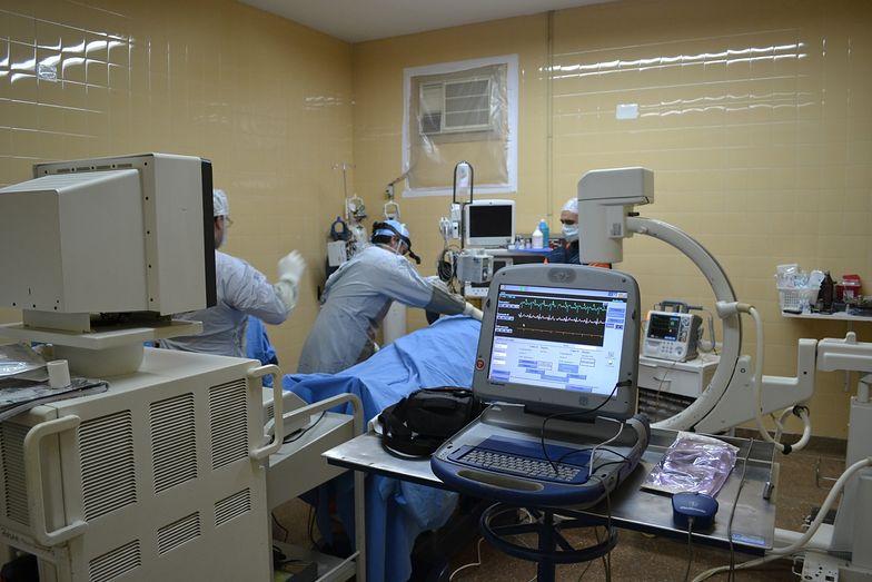 Polak w śpiączce w brytyjskim szpitalu. Wstrząsające wideo
