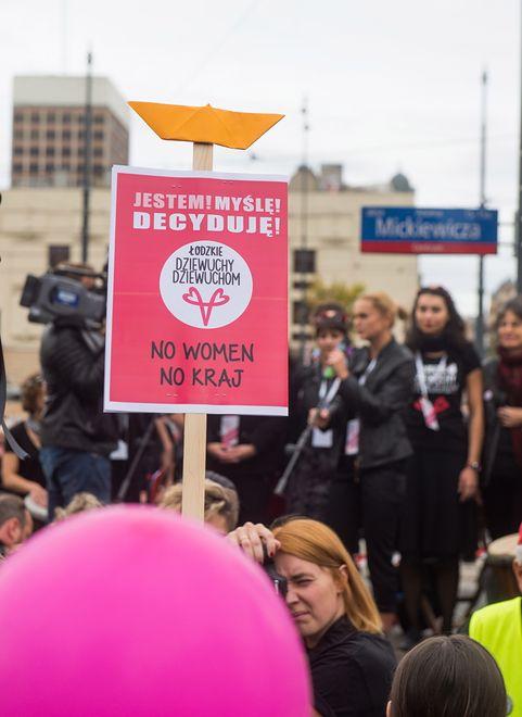 """Redaktorki """"Wysokich Obcasów"""" mówią, że """"aborcja jest OK""""."""