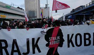 """Strajk Kobiet 8 marca. Paraliż ronda """"Czterdziestolatka"""". Interweniuje policja"""