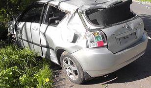 Śląskie. Szczęście pijanego. Auto koziołkowało, kierowca wypadł i... uniknął obrażeń