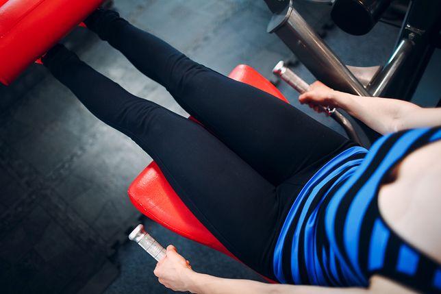 Mięsień czworogłowy uda - ćwiczenia na siłowni