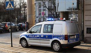 Warszawa. Zablokowano auto z kontrowersyjnymi napisami