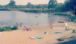 """Jeziorko Czerniakowskie zamknięte do odwołania. Sanepid: """"w wodzie są sinice"""""""