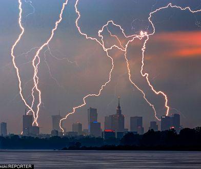 Nad Warszawę w ten czwartek nadciągną czarne chmury.