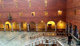Budynek Stadshuset, będący symbolem Sztokholmu, robi wrażenie. Jest dziełem architekta Ragnara Östberga, który zaczął jego budowę na początku XX w.