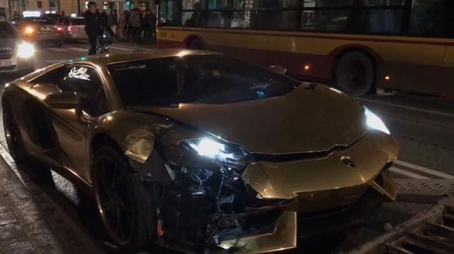 Złote Lamborghini rozbite w Warszawie [WIDEO]