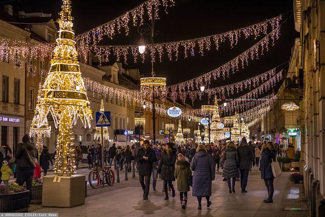 Warszawa, ulica Nowy Świat podczas inauguracji świątecznej iluminacji w ubiegłym roku