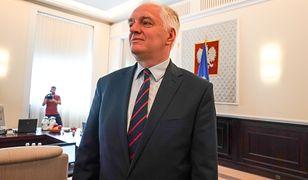 """Jarosław Gowin o zarobkach w miastach. Lekarze rezydenci oburzeni. """"Człowiek oderwany od rzeczywistości"""""""