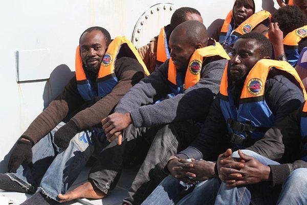 Prawie 400 nielegalnych imigrantów mogło utonąć u wybrzeży Libii