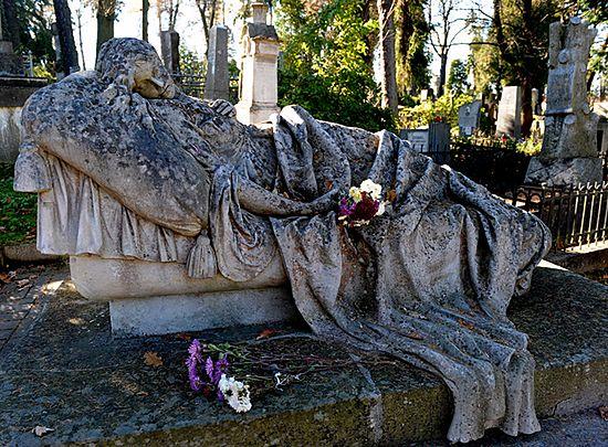 Zebrali ponad 45 tys. zniczy na lwowskie cmentarze
