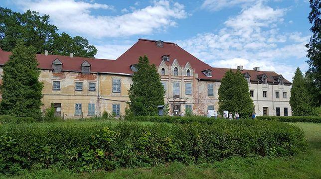 Niemcy pomogą uratować pałac na Mazurach. Od lat popada w ruinę