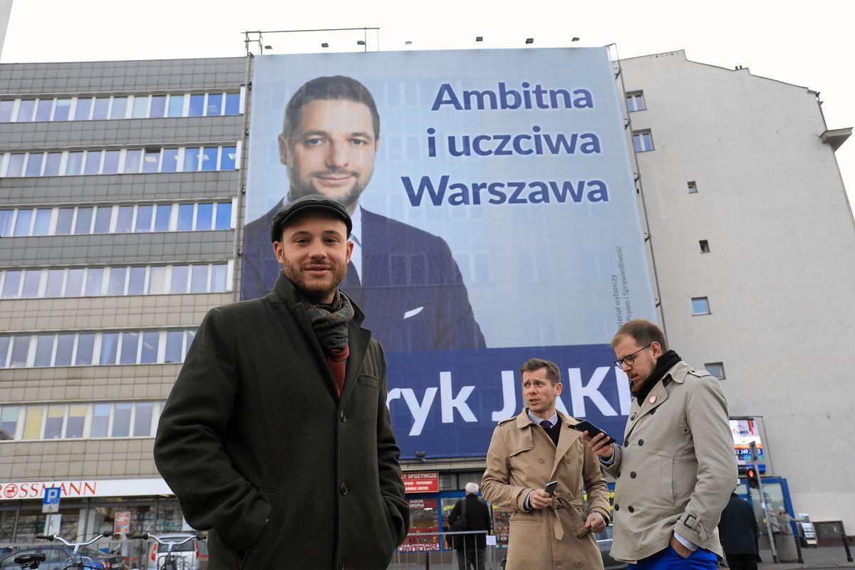"""Śpiewak zaapelował do Jakiego, aby zdjął swój billboard. """"Warszawa tonie w reklamach"""""""