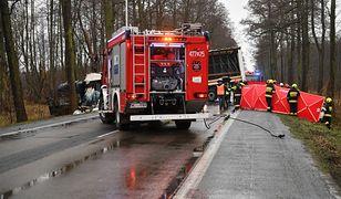 Mazowieckie. Śmiertelny wypadek w Nieporęcie. Pojazd osobowy zderzył się z ciężarowym
