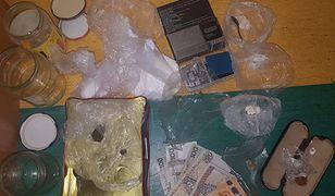 Warszawa. 61-latek w słoikach zamiast przetworów miał prawie 300 gramów narkotyków