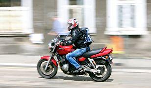 Warszawa. Nie żyje motocyklista, który zderzył się z autem osobowym w Alejach Jerozolimskich
