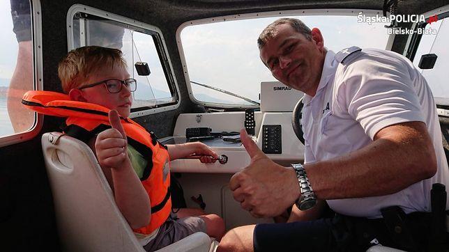 Franek podczas patrolu na Jeziorze Żywieckim