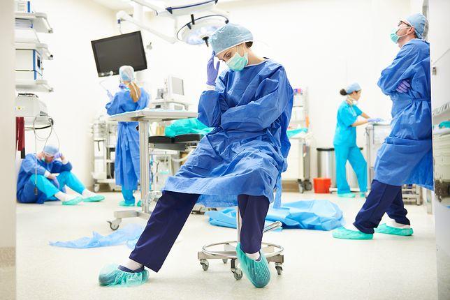 Czas pracy lekarzy jest stanowczo za długi