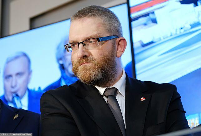 Poseł Konfederacji Grzegorz Braun pozwany przez TVP za słowa o Jacku Kurskim