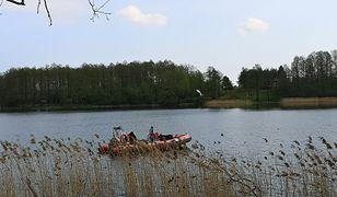 Ublik Wielki. Wypadek policjantów na jeziorze. Trwa akcja poszukiwawcza