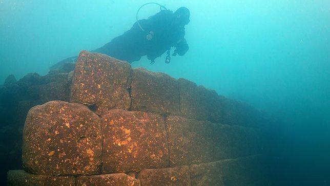 Zanurkowali w jeziorze Wan. Odkryli zamek sprzed 3 tysięcy lat