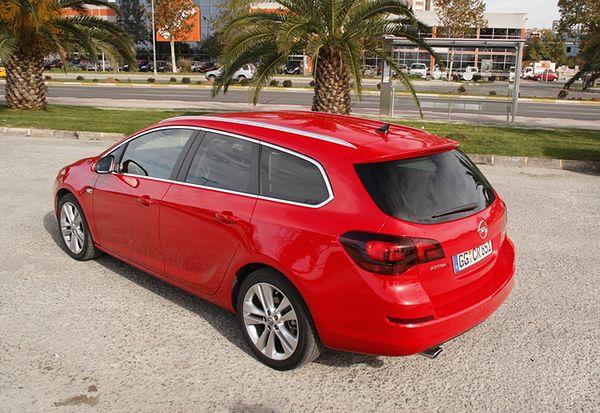 Test: Opel Astra Sports Tourer - Dwie tożsamości