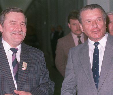Lech Wałęsa i gen. Czesław Kiszczak podczas obrad Okrągłego Stołu, 1989 r.