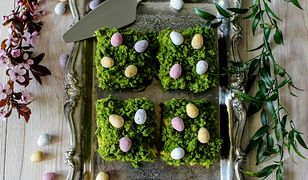 Wielkanocny mech. Efektowane ciacho ze szpinakiem