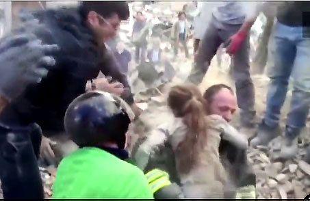 Dzień po tragedii. Spod gruzów nadal wyciągani są ludzie