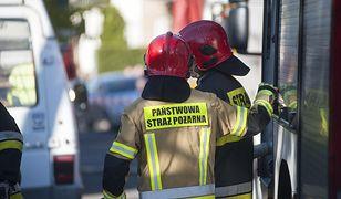 Łódzkie: ogromny pożar na złomowisku. Strażacy walczą z żywiołem