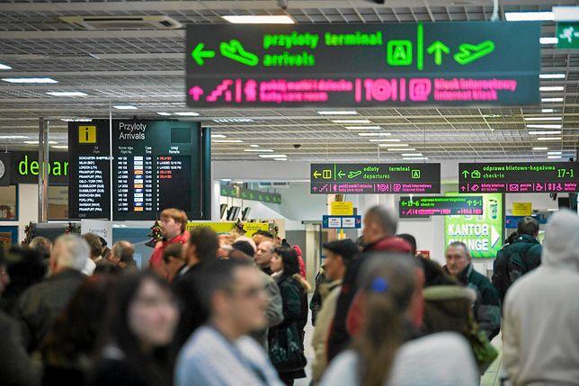 Gehenna na lotnisku w Pyrzowicach. Kilkaset osób utknęło w drodze na wakacje. Ogromne opóźnienia