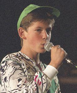 Krzysztof Antkowiak po 32 latach wystąpił w Opolu. Zaśpiewał kultowy hit. Jak dziś wygląda?