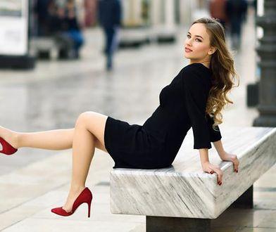 Sukienki Guess w eleganckim stylu przydadzą się na wiele okazji
