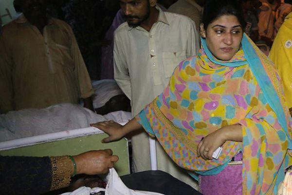 Bliscy ofiar zamachu w szpitalu w Lahore