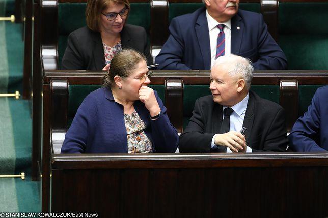 """Jarosław Kaczyński """"wysyła"""" Krystynę Pawłowicz na emeryturę. """"Nie miała wyjścia. Musiała odejść"""""""