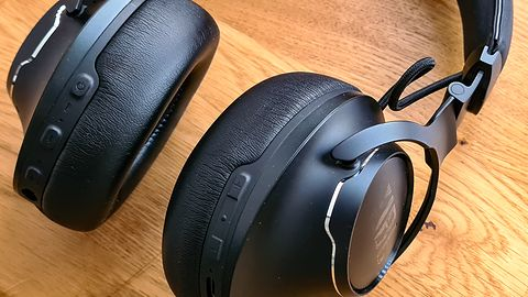 Test JBL Club One: W pół do premium?
