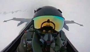 Piorun trafił w myśliwiec. Wszystko nagrała kamera
