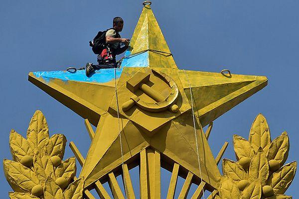 Domniemani uczestnicy akcji na wieżowcu w Moskwie w areszcie domowym