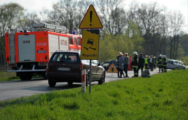 Sierpc: Matka upozorowała wypadek samochodowy syna, podczas gdy dziecko zmarło wcześniej na skutek ugodzenia nożem