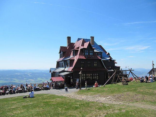 Ok. 300 m od szczytu Radhošť znajduje się hotel Radegast. CC BY-SA 3.0 by Palickap