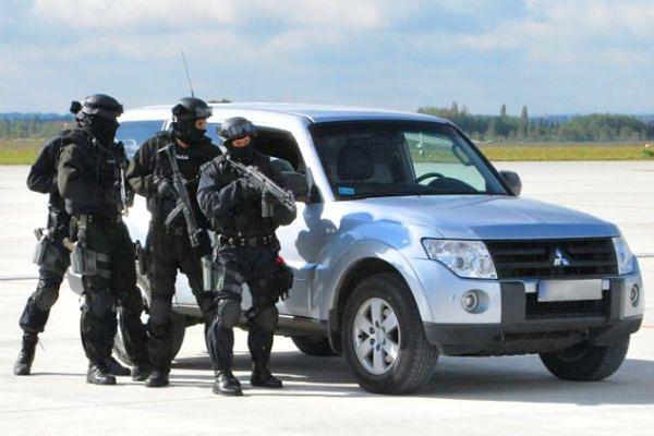 """""""Łowcy cieni"""" z CBŚP - policjanci szukający najgroźniejszych przestępców"""