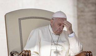 """""""Swoimi działaniami papież Franciszek musiał na konserwatywnych kardynałów i biskupów zadziałać jak czerwona płachta na byka"""""""