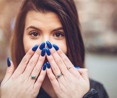 Przedłużanie paznokci to jeden z popularnych zabiegów kosmetycznych.
