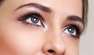 Duże oczy w kilka sekund. Najszybsze sposoby na poranny makijaż dla zabieganych