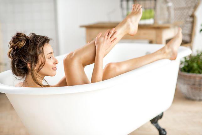 Gorąca kąpiel może być dobra dla skóry. Wygrzewaj się, a twoja skóra będzie pięknieć