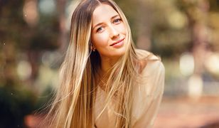 Kąpiel rozjaśniająca włosy. Jakie efekty przyniesie i kiedy warto ją zastosować?