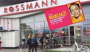 Rossmann w dniu rozpoczęcia promocji. Kolejki ustawiały się już przed otwarciem.