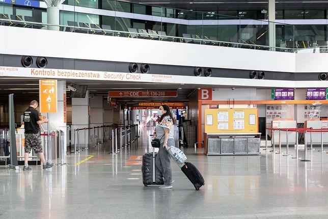 Część sklepów na lotniskach między 10 a 12 obsługuje tylko seniorów